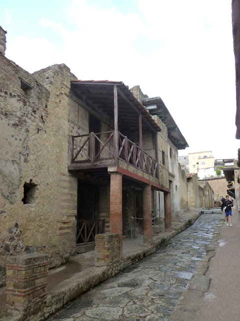 Ercolano, Herculineum street with two level home