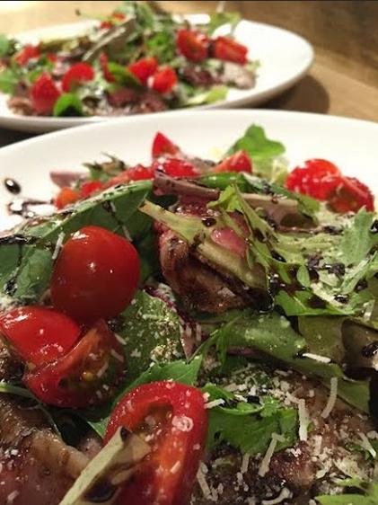 イベントの交流会の食事に、出張シェフが料理:和牛のタリアータ〜バルサミコソース〜