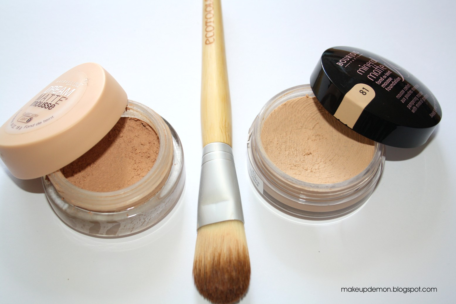 makeup demon maybelline dream matte mousse vs bourjois mineral matte mousse foundation. Black Bedroom Furniture Sets. Home Design Ideas