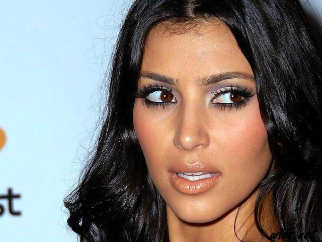 Kourtney Kardashian Biography and Photos