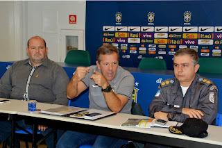 Vice-prefeito Márcio Catão ao lado do administrador da CBF, Cel. Alcoforado, e do comandante da PM de Teresópolis, Cel. Maia