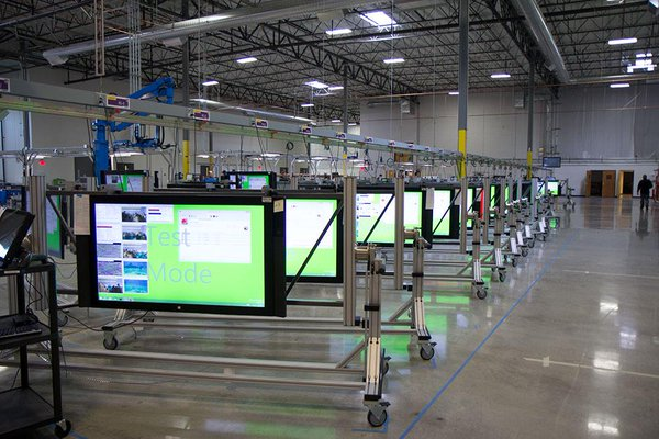 Surface Hub на заводе