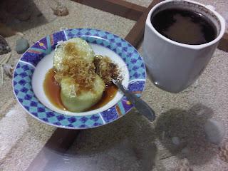 Bali coffee, jaje laklak, Balinese coffee, kopi tubruk, jajanan pasar