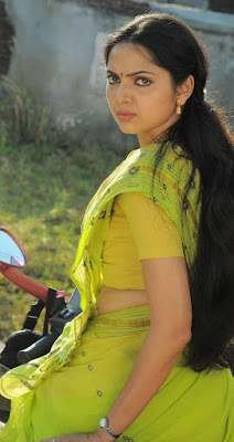 Samvritha Sunil hot saree navel