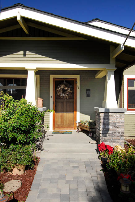 Unmuddling a classic california craftsman bungalow porch for Californian bungalow front door