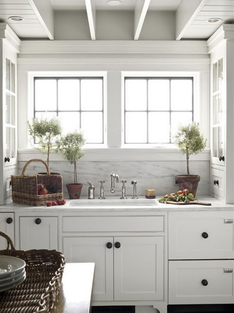 Country style chic a country kitchen for Small white country kitchen