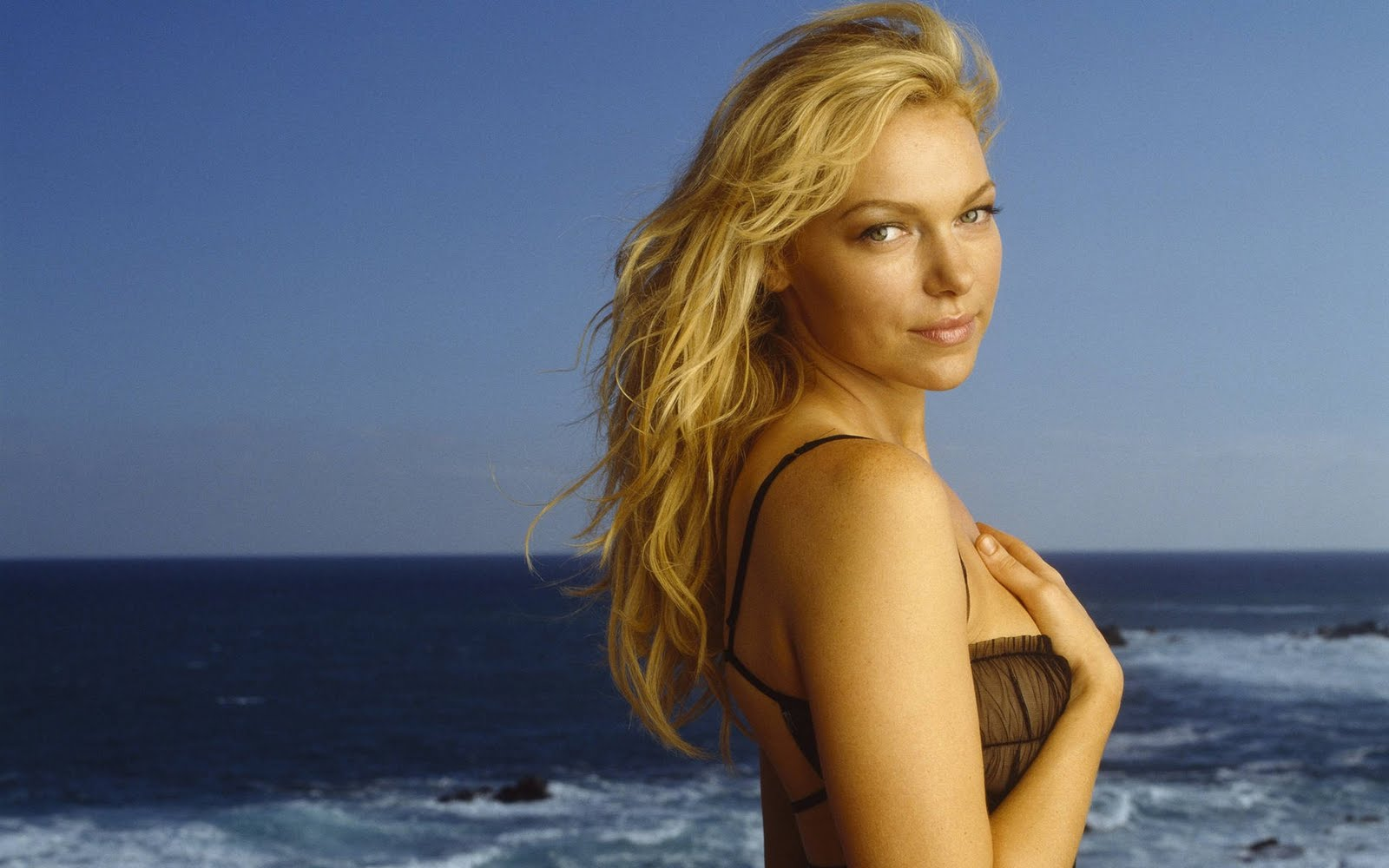 laura@nubiles  51 Laura Prepon Wallpapers