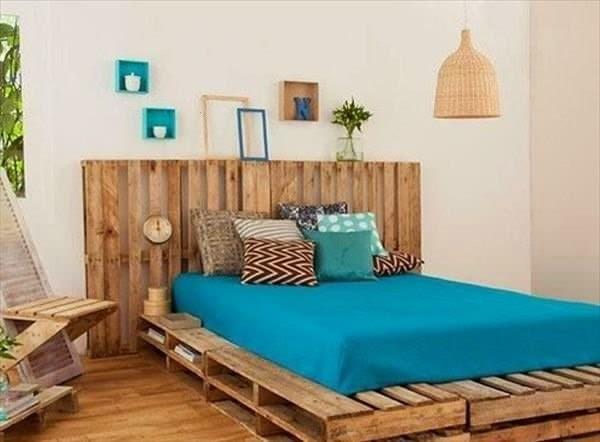 Conseils d co et relooking lits fascinants faits de palettes - Lit en palette de bois avec lumiere ...