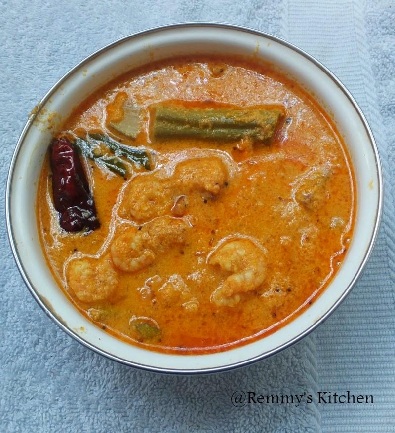 Chemmeen manga muringakka curry / Prawn with raw mango and drumstick