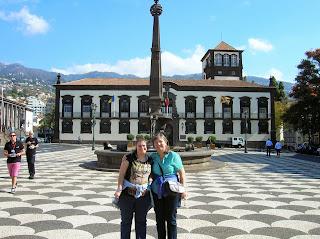Plaza Municipal, Praça do Municipio, Funchal, Madeira, Portugal, La vuelta al mundo de Asun y Ricardo, round the world, mundoporlibre.com