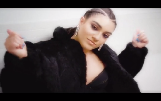 nadia aboulhosn nel video #everybodyisflawless