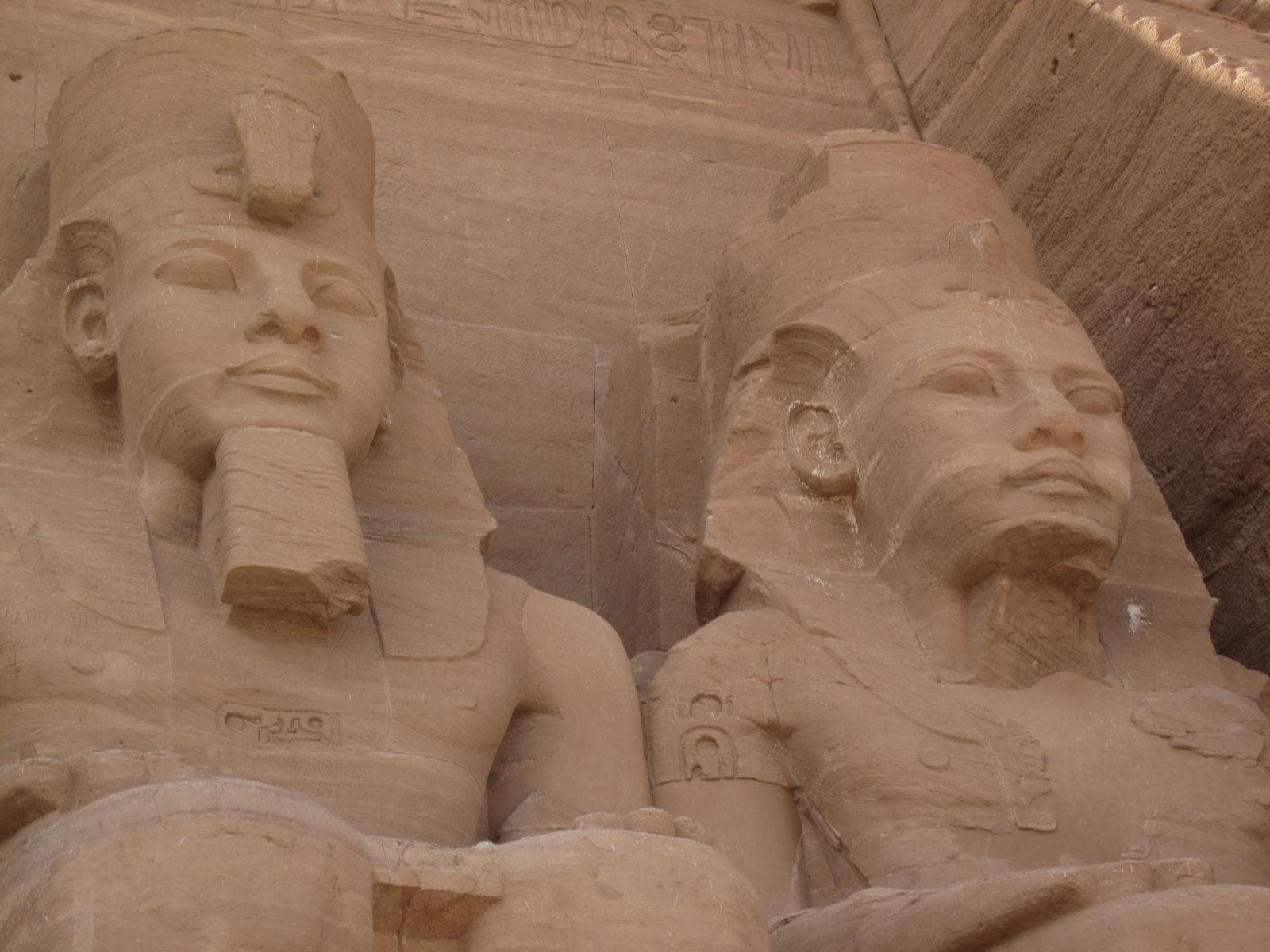 http://3.bp.blogspot.com/-PUgnJS_NvDs/TsURY70nT0I/AAAAAAAAFQo/ciImiGAmzsA/s1600/egypt+pyramids+sphinx+hd+wallpapers.JPG