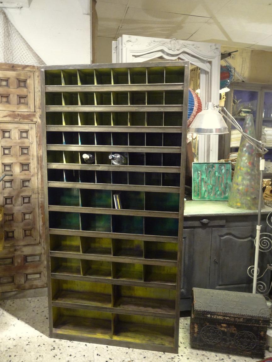 Brocante d coration un nouveau monde meuble industriel for Meuble industriel
