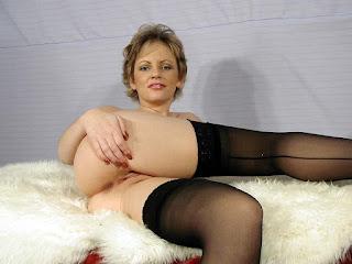 Horny and twerking - rs-appol_%25282%2529-784489.jpg