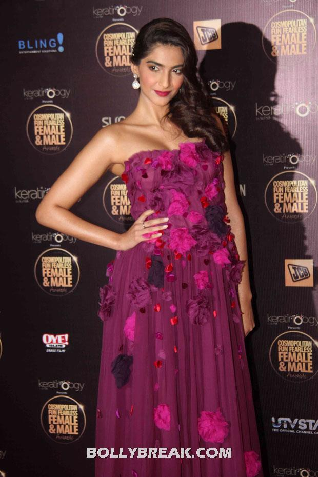- Sonam kapoor in Dolce and Gabbana purple gown - IIfa 2012