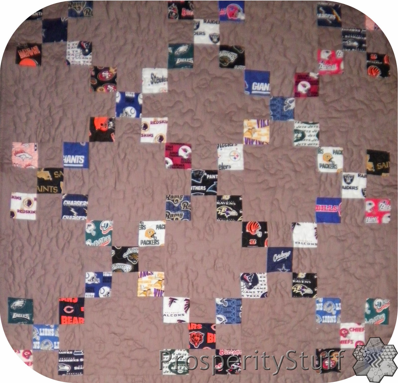 ProsperityStuff Football NFL Quilt, Irish Chain