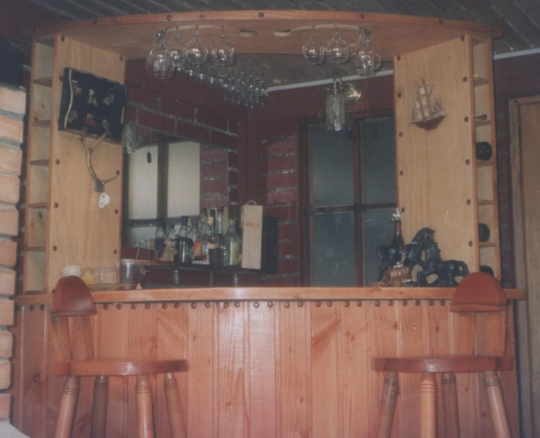 Bar de pino oreg n fabricaci n de muebles puertas y for Bar de madera chile