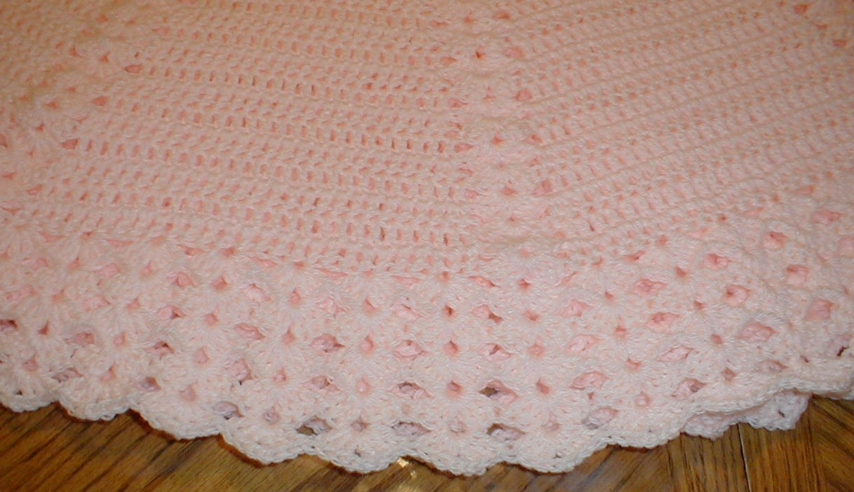 Crochet Stitches Round : Karens Crocheted Garden of Colors: Peach Round Shell Baby Blanket