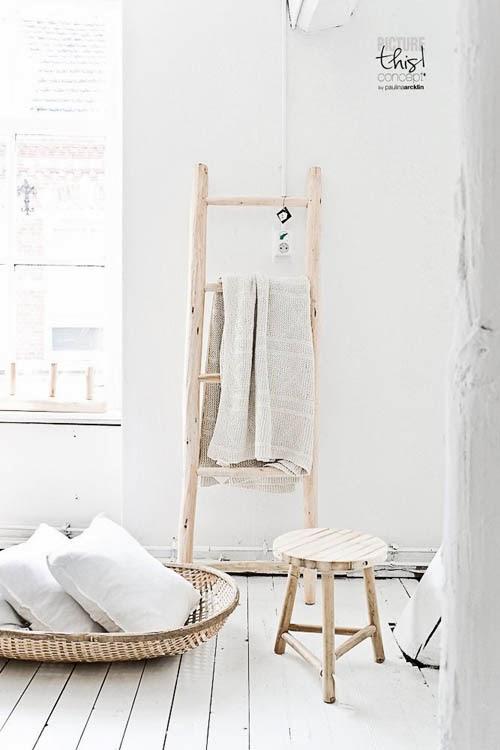 escalera madera toalla