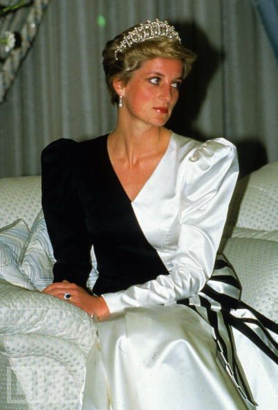 Princess Diana At A Banquet Saudi Arabia 1986 Wearing The Cambridge Lovers Knot Tiara Photo Anwar Hussein WireImage In Life