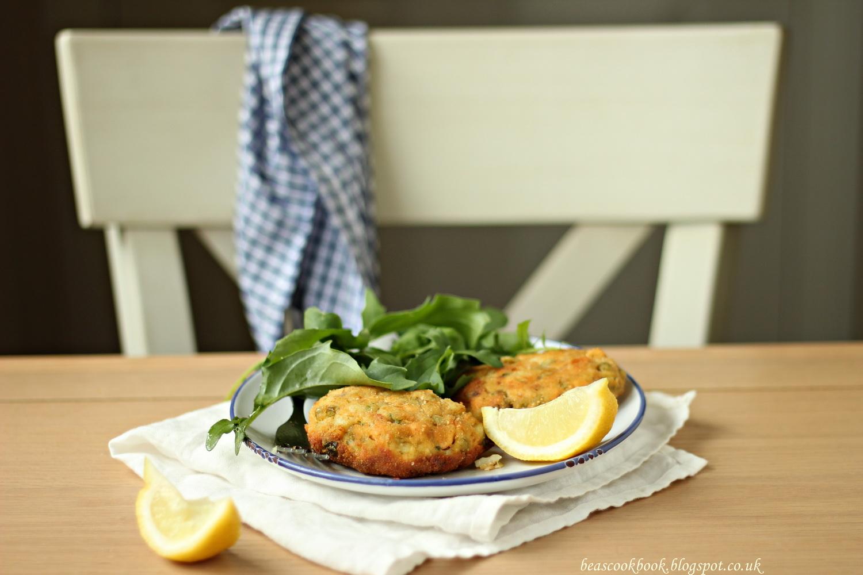 Bea 39 s cookbook salmon fish cakes for Salmon fish cakes