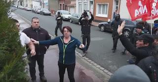Δείτε τι έγινε στο Καλαί της Γαλλίας όταν διαδήλωση μουσουλμάνων μεταναστών έφτασε σε μια φιλήσυχη γειτονιά - ΒΙΝΤΕΟ