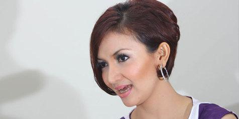 Nama Lengkap : Raden Roro Fitria Nur Utami