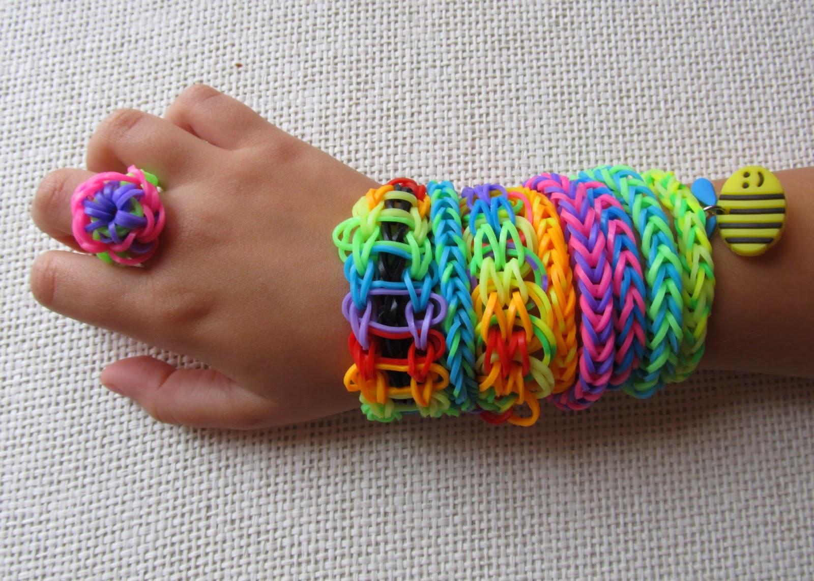 Плетение из резиночек с часами