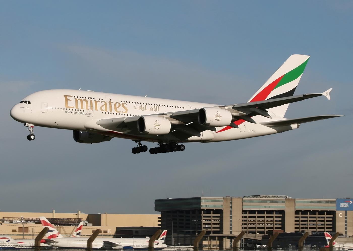 http://3.bp.blogspot.com/-PWw1lH1oGaQ/TosKPTAiw2I/AAAAAAAAGZA/GyK5MUwMzN4/s1600/a380_emirates.jpg
