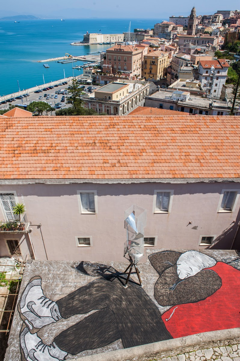 Ella and Pitr are currently in Italy visiting the city of Gaeta and they are in town for what is probably the best Italian street art festival at the moment, Memorie Urbane.