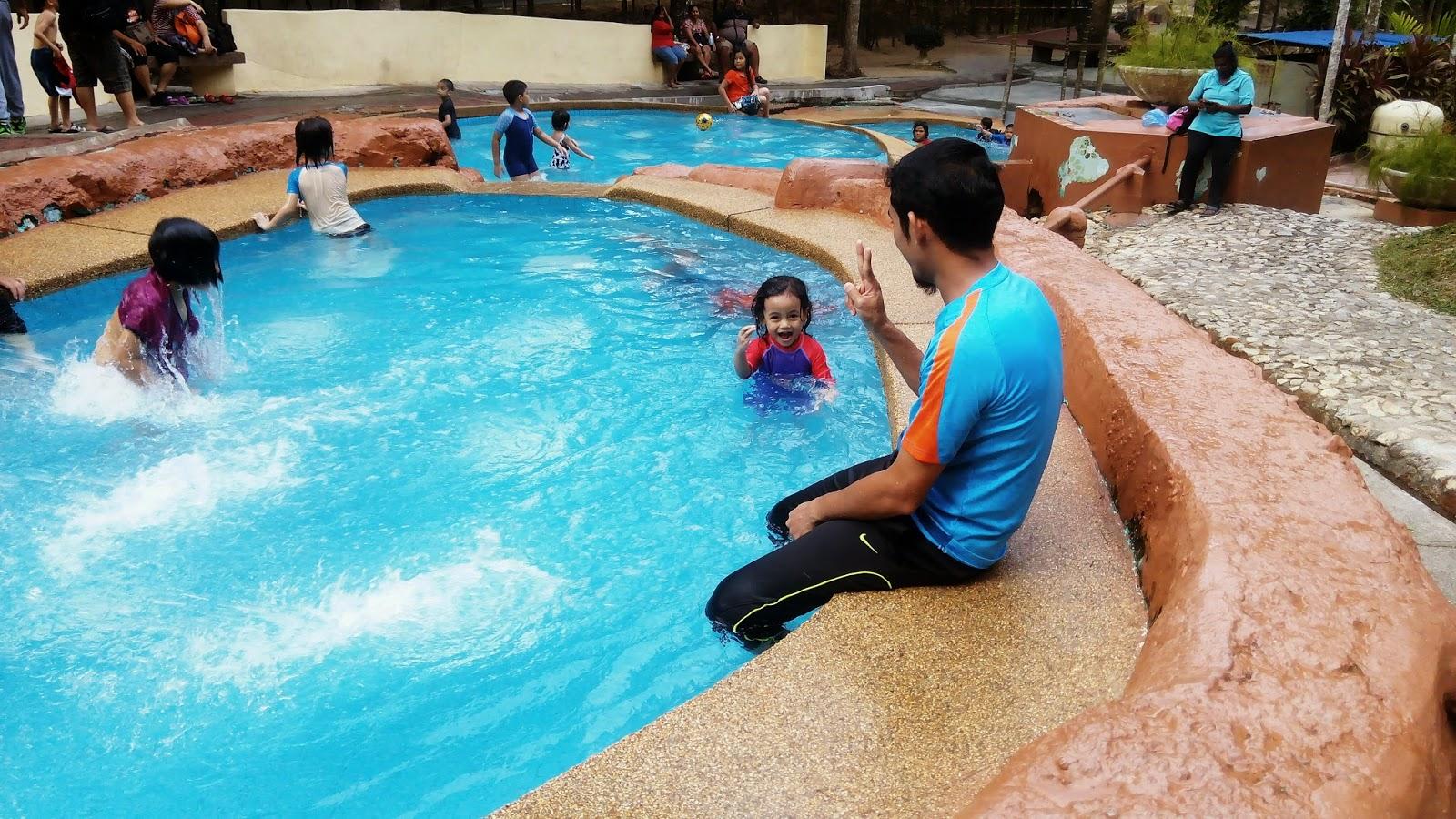 kolam air, kolam kanak-kanak, taman belia, pulau-pinang, kids, girl,