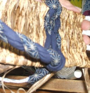 竹皮ぞうり製作中