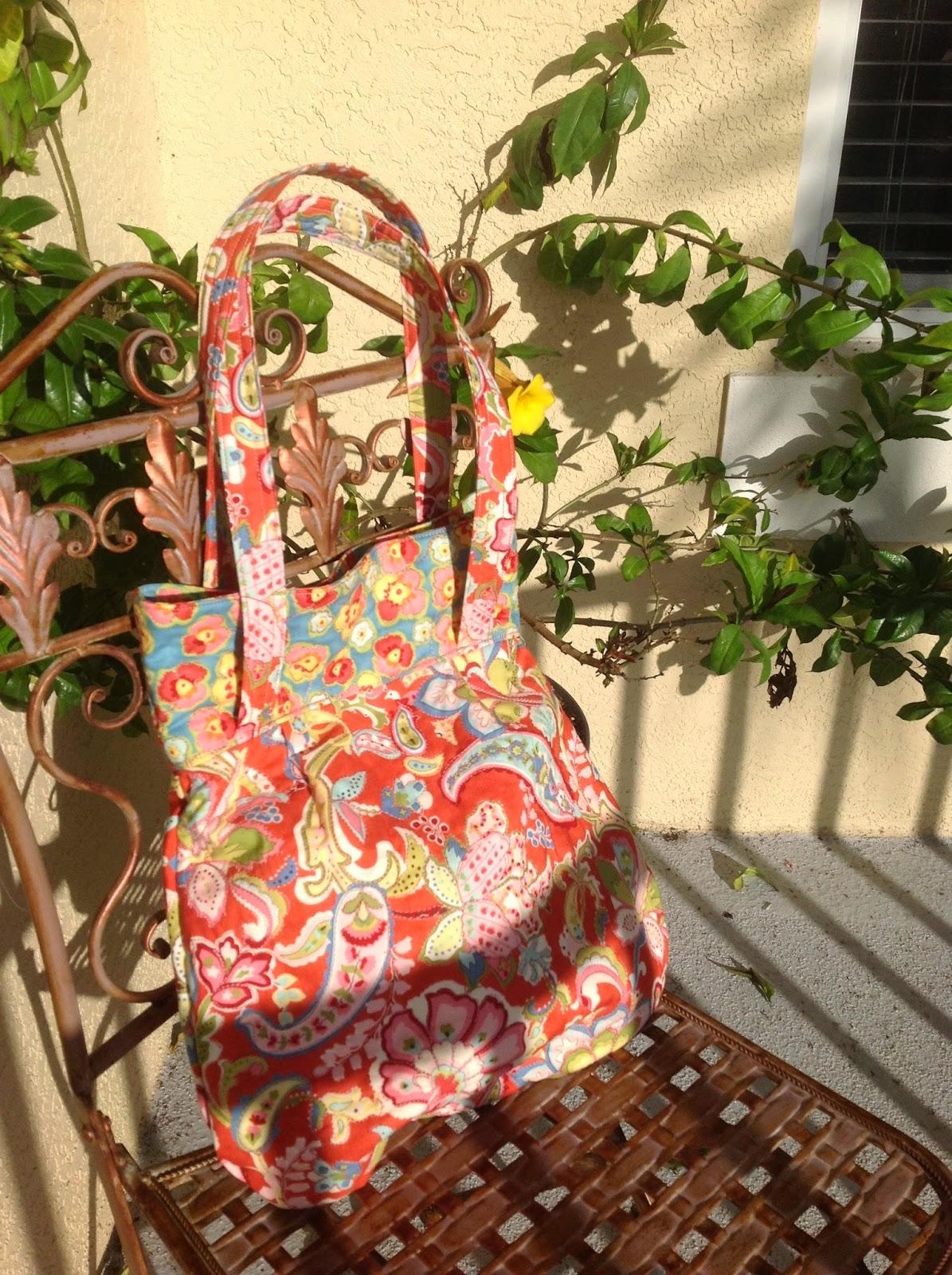http://musingsofamenopausalmelon.blogspot.com/2014/02/amy-butler-frenchy-bag.html