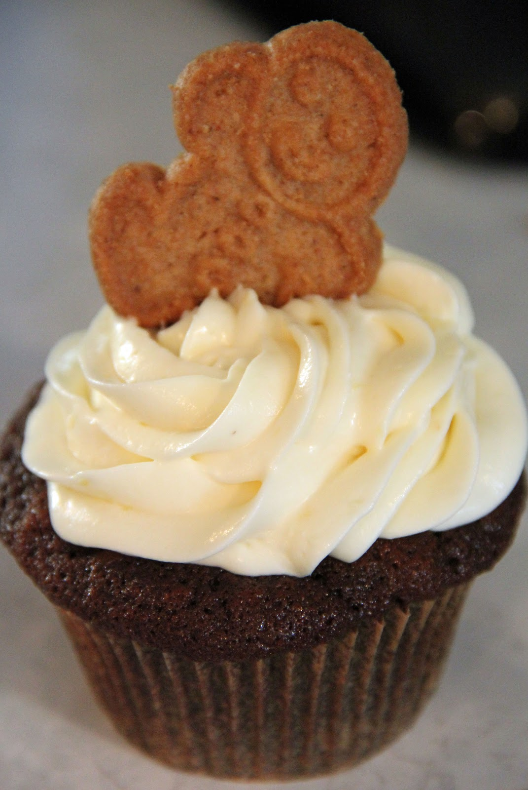 ... and Sue: Gingerbread Latte Cupcakes with Lemon Cream Cheese Frosting