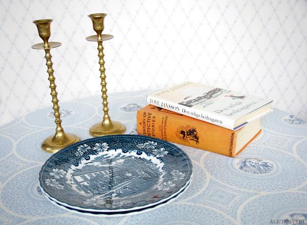 aliciasivert, alicia sivertsson, second hand, begagnat, andrahand, erikshjälpen, porslin, ljusstake, mässingsljusstake, ljusstakar, tallrik, tallrikar, hästmotiv, hästar, häst och vagn, horse, horses, plate, tableware, Royal Tudor Ware, a century of detective stories, g k chesterton, detektivhistorier, bok book