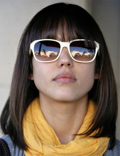 http://3.bp.blogspot.com/-PXmawMrlo5c/TeSstcUcvqI/AAAAAAAAL4I/iOXOXI7t-ug/s1600/long_length_hairstyle_jessica-alba-medium-hair-style1.jpg