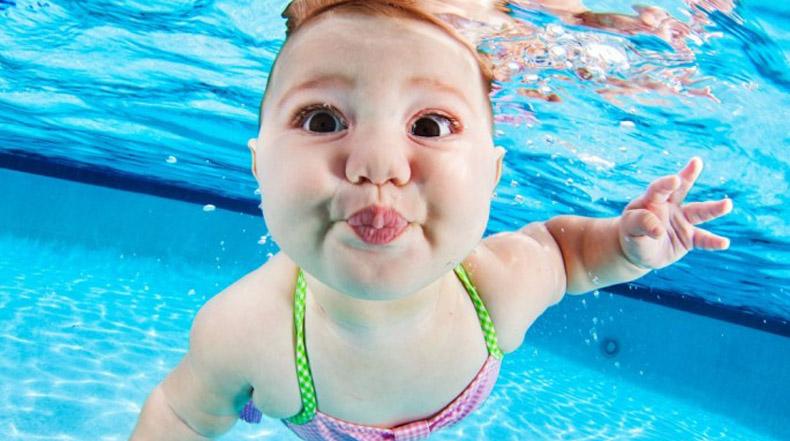 Magníficas retratos subacuáticos de niños aprendiendo a no ahogarse