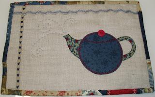 Mantel individual de patchwork con dibujo de tetera