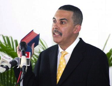 Photo story: PM signs Carmona's presidential nomination document