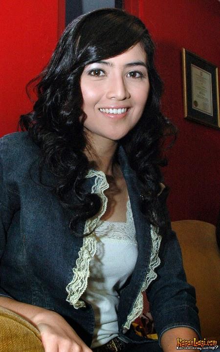 Foto Artis FTV Cantik Kadek Devi Terbaru 2013 (Profil & Biodata)