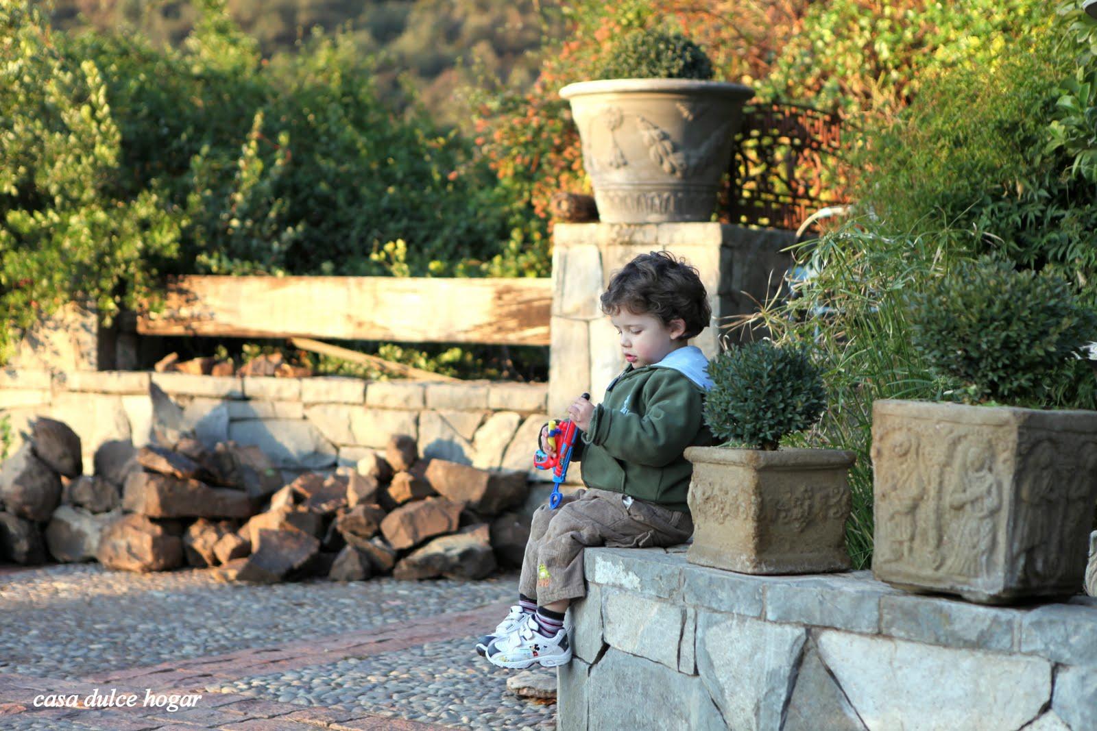 Casa dulce hogar por el jard n en invierno y enlozados for Casa hogar jardin