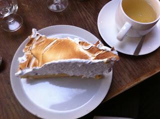 thé et tarte au citron meringué