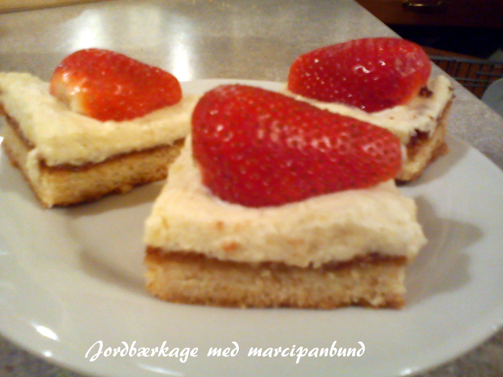 Alletiders Kogebog Jordbærtærte naturligvis-mad: jordbærkage med marcipanbund