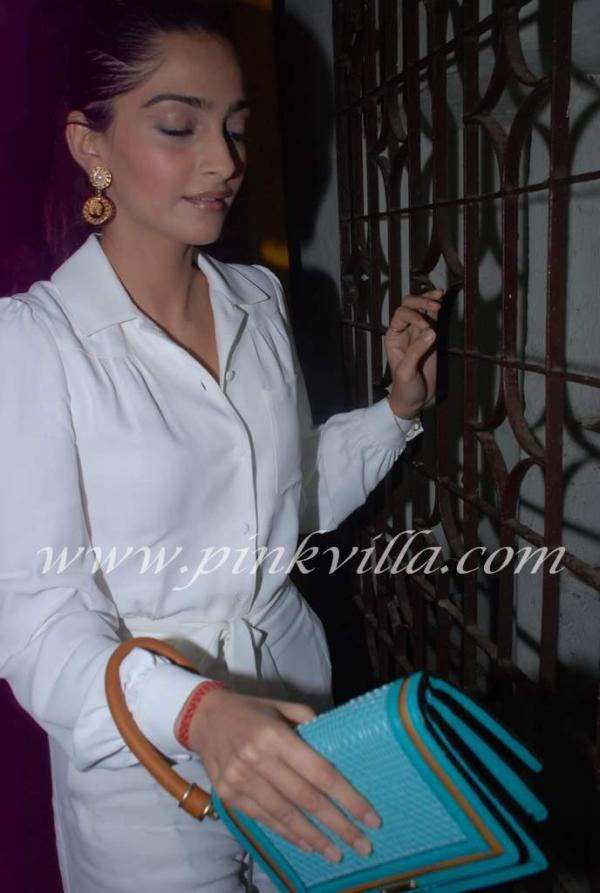 Sonam always impresses us with her dress sense.  -  Sonam Kapoor @Gangs of Wasseypur screening