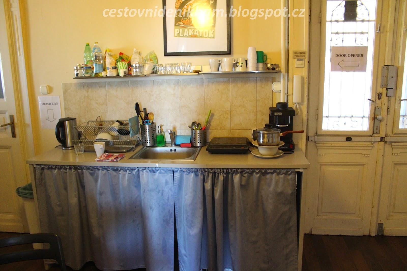 kuchyňka v hotelu // kitchen in hotel
