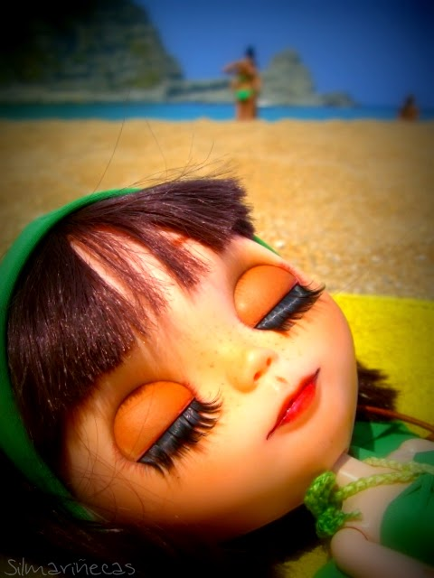 Playa pequeña de langre y Basaak doll