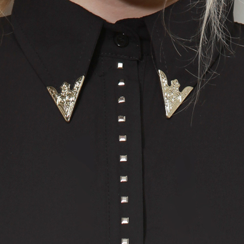 Metal Tip Triangle Collar Shirt