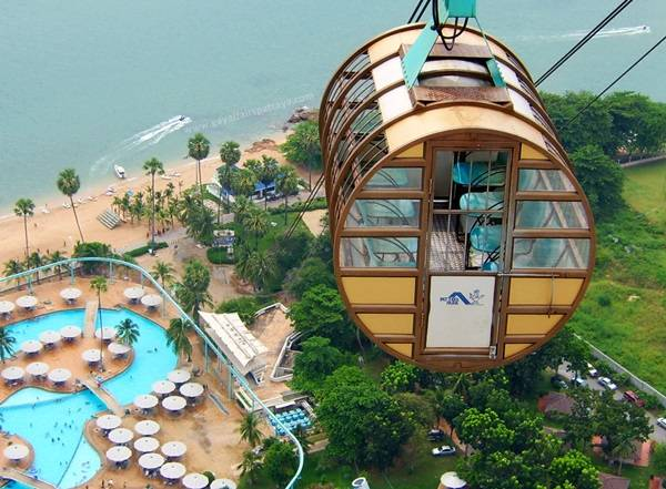 The cable car ride to the top of Pattaya Park Tower