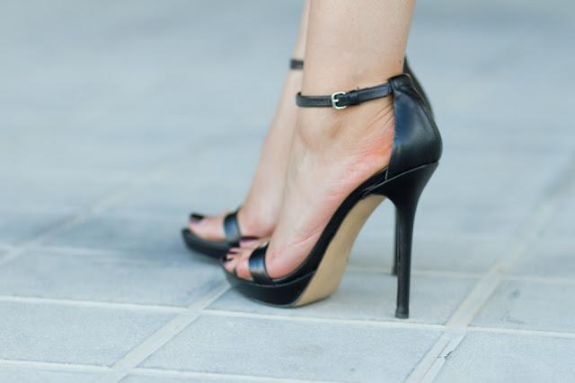 Sandalias atadas al tobillo de Zara