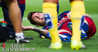 Liputan Bola - Ujung tombak Barcelona, Lionel Messi akan absen cukup lama karena cedera ligamen